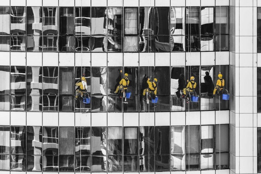 Gebäudereinigung Dresden - Wir übernehmen auch die Fensterreinigung und Fassadenreinigung