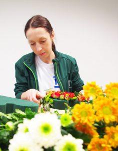 PPT Bürofloristik - Floristin Frau Meyer bei der Arbeit