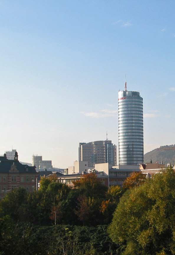 Glasreinigung in Jena. Mit der PPT Gruppe professionelle Glasreinigung und Fensterreinigung beauftragen. Günstige Fensterputzer in Jena.