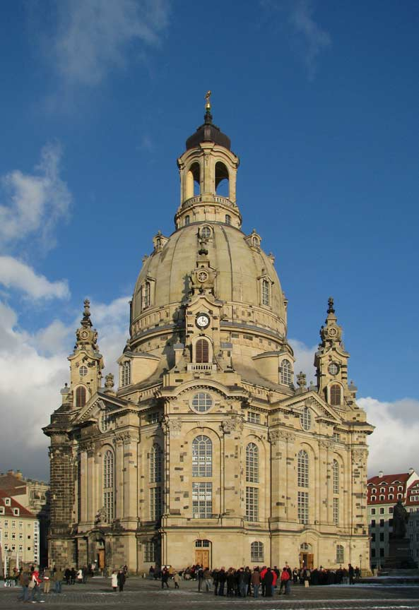 In Dresden sind unsere Hausmeister und Haushaltshilfen für Sie da.